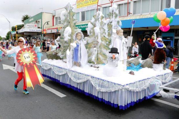 Imae showing 2015 Manurewa Santa Parade