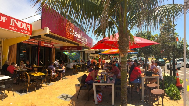 Image of the local cafes and restaurants along Orewa beach